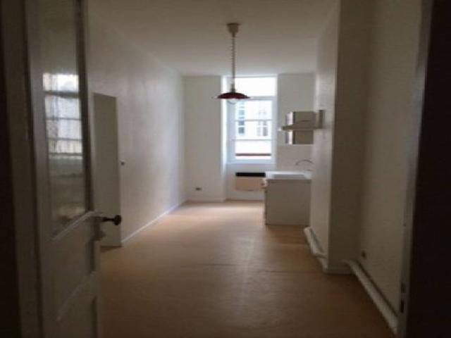 Location saisonni re appartement vienne 38200 1595219 for Appartement atypique vienne 38200