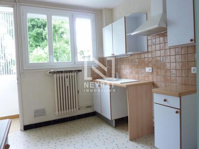 location saisonni re appartement chalon sur saone 71100 1238539. Black Bedroom Furniture Sets. Home Design Ideas